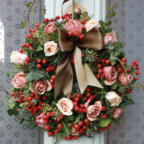 Beautiful christmas collection from the real flower company flowerona - Admirable christmas wreath decorating ideas to welcome the december ...
