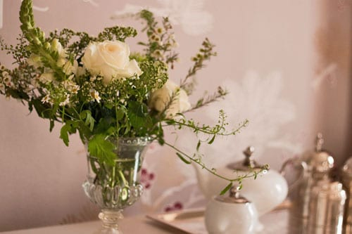 White-flower-arrangement-Flowerona