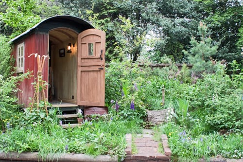 The-Plankbridge-Shepherd's-Hut-Garden-Chelsea-2012-Flowerona