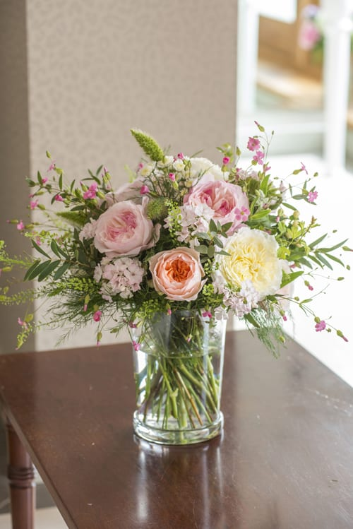 Mixed-cottage-garden-arrangement-in-in-glass-vase--David-Austin-Roses