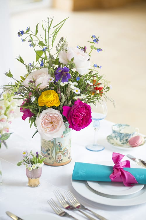 Mixed-cottage-garden-tablecentre-arrangement-in-vintage-tin-David-Austin-Roses