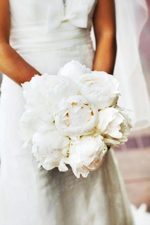 White-Wedding-Bouquet-Style-Me-Pretty-Andrew-Weeks-Photography-Nancy-Liu-Chin