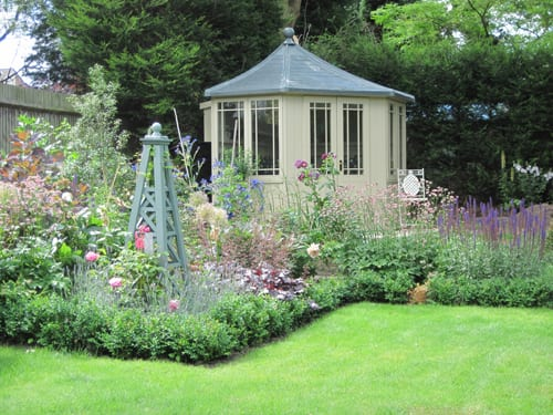 Introducing garden designer nina baxter flowerona for Backyard cottage designs