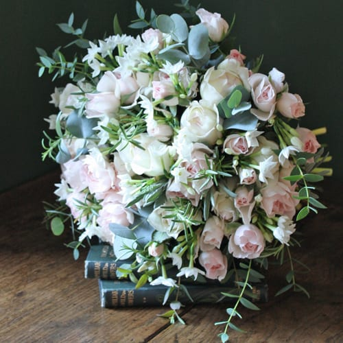 The-Real-Flower-Company-pastel-roses-narcissi-bouquet