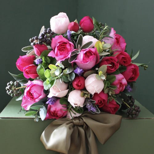 The-Real-Flower-Company-scented-pink-bouquet
