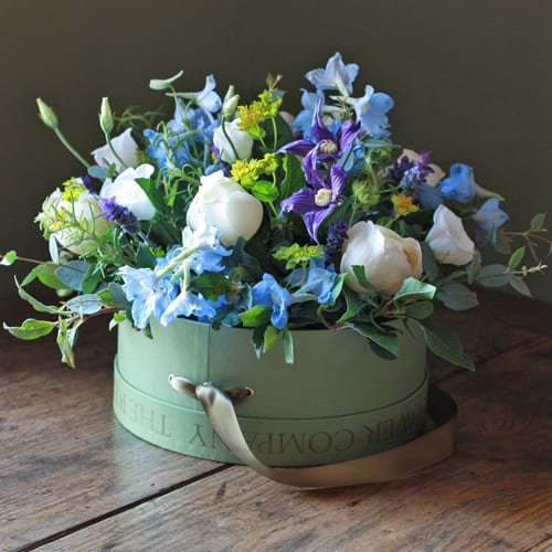 the_real_flower_company_ivory_and_blue_hat_box_arrangement_mothers-day