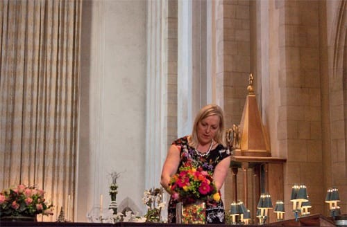 Guildford-Cathedral-Flower-Gala-Paula-Pryke-Demo-Flowerona-13