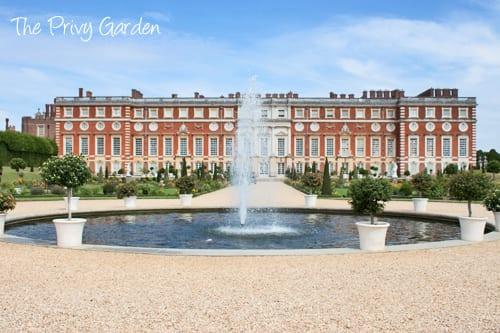 Hampton-Court-Palace-Gardens-Flowerona-10a