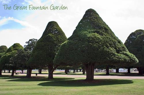 Hampton-Court-Palace-Gardens-Flowerona-15a