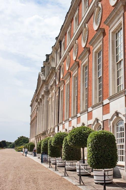 Hampton-Court-Palace-Gardens-Flowerona-16