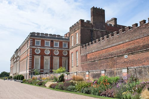Hampton-Court-Palace-Gardens-Flowerona-19