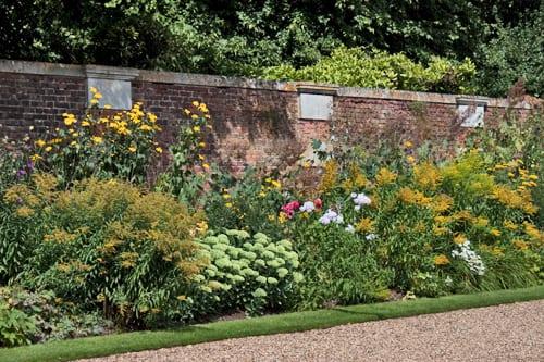 Hampton-Court-Palace-Gardens-Flowerona-22
