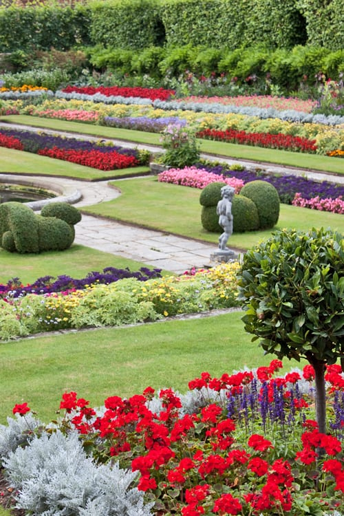 Hampton-Court-Palace-Gardens-Flowerona-4