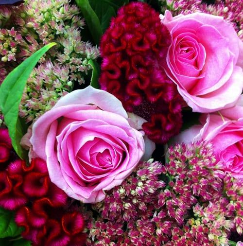 Celosia-roses-sedum-bouquet-Flowerona