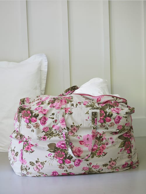 Cox-&-Cox-Wild-Rose-Storage-Bag