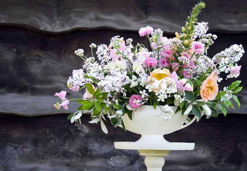 Green-and-Gorgeous-June-fan-vase-arrangement