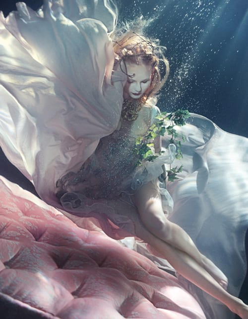 FT-Style-Underwater-photographs-by-Zena-Holloway-Florals-by-Jane-Macfarlane-Duckworth-The-Flower-Union