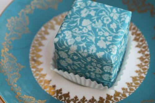 Cakes-by-Nicola-Holbrooke-desigersguild4