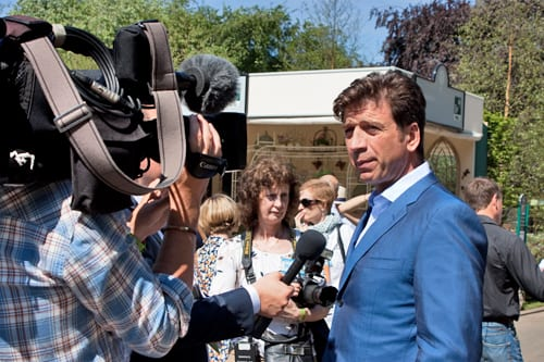 Celebrities-&-Behind-the-Scenes-on-Press-Day-RHS-Chelsea-Flower-Show-2014-Flowerona-Nick-Knowles