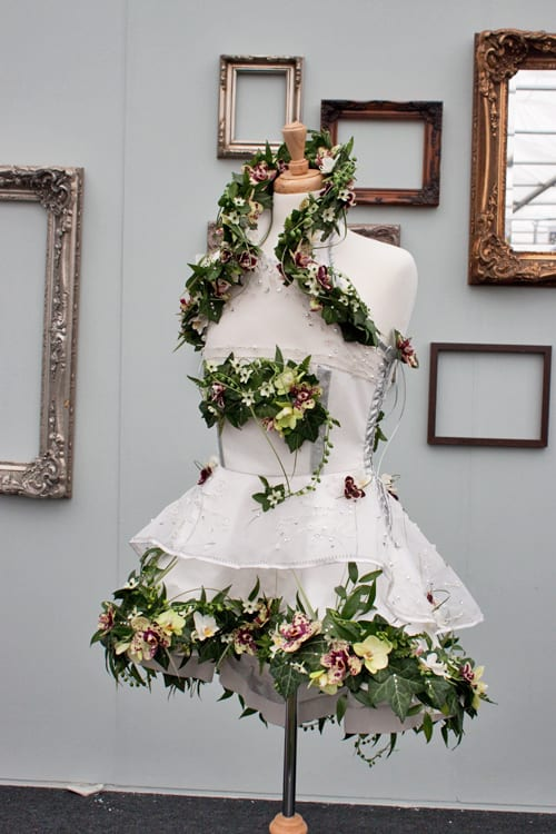 RHS-Young-Florist-of-the-Year-Competition-2014-Flowerona-Sarah-Motley-Daisies-Flower-Shop