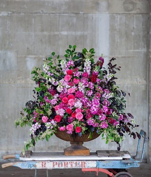 Hybrid-urn-of-Sweet-Williams