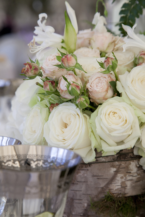 Breath-taking wedding flower designs by Simon Lycett, captured by Helen Jermyn