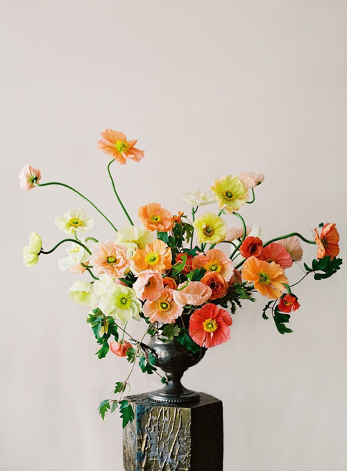 Arrangement-by-Sarah-Winward-of-Honey-of-a-Thousand-Flowers-Photography-by-Leo-Patrone,-FLORAL-CONTEMPORARY--The-Renaissance-of-Flower-Design-by-Olivier-Dupon,-published-by-Thames-&-Hudson