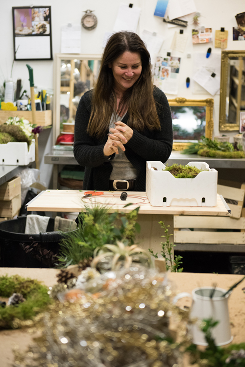 Blue-Sky-Flowers-Christmas-Wreath-Making-Workshop-Julie-Michaelsen-Photography-Flowerona-11