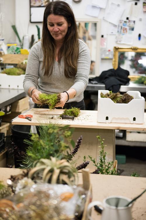 Blue-Sky-Flowers-Christmas-Wreath-Making-Workshop-Julie-Michaelsen-Photography-Flowerona-12