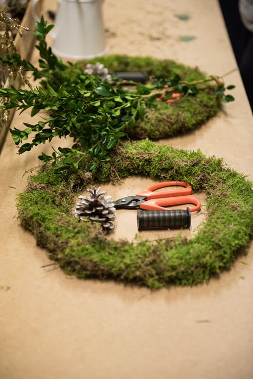 Blue-Sky-Flowers-Christmas-Wreath-Making-Workshop-Julie-Michaelsen-Photography-Flowerona-14