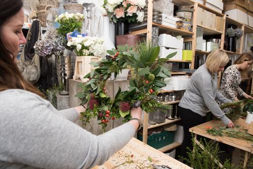 Blue-Sky-Flowers-Christmas-Wreath-Making-Workshop-Julie-Michaelsen-Photography-Flowerona-16