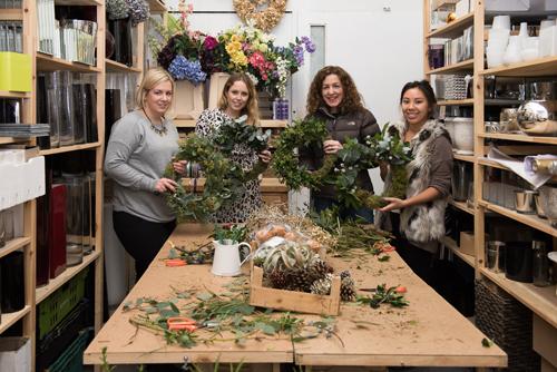 Blue-Sky-Flowers-Christmas-Wreath-Making-Workshop-Julie-Michaelsen-Photography-Flowerona-5