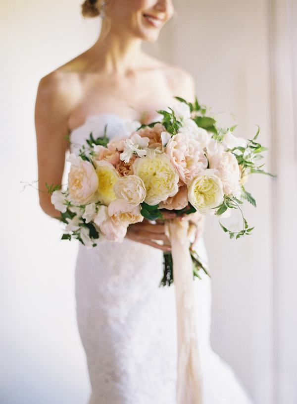 Bridal-Bouquet-Kurt-Boomer-Photo-Style-Me-Pretty-1