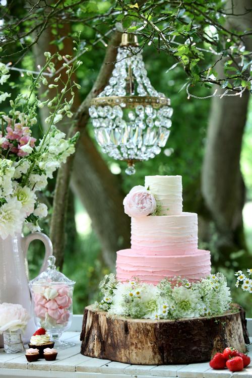 CAKE-MAISON-SUMMER-PEONY-CAKE-Danni-Beach-Photography-Flowerona-10