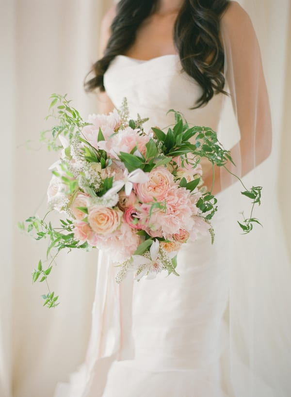 Wedding Wednesday On Trend Oversized Bridal Bouquets Flowerona