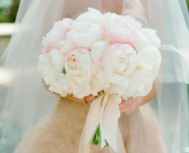 Wedding Wednesday : 10 beautiful bridal bouquets featuring peonies