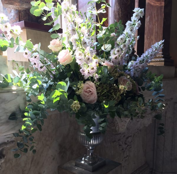 Liz-Inigo-Jones-Blue-Sky-Flowers-Flowerona-staircase-display-at-dartmouth-house