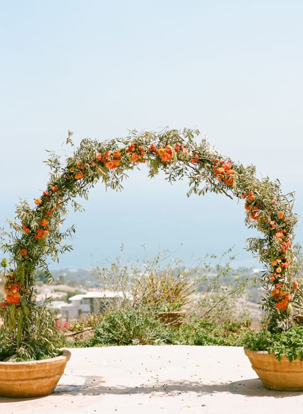 Floral Arch Style-Me-Pretty-Photography-Erin-Hearts-Court-Floral-Design-Celebrate-Flowers
