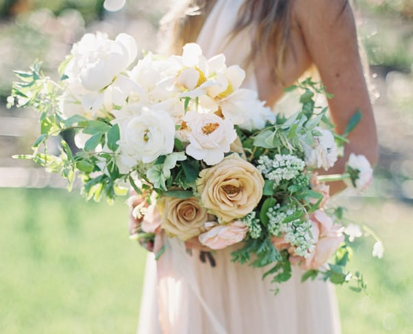 Flowerona Links : With peonies, tennis & a rose installation…