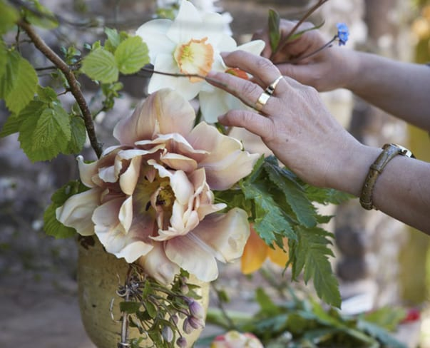 Flowerona Links : With floral angels, passionflowers & a pear orchard…