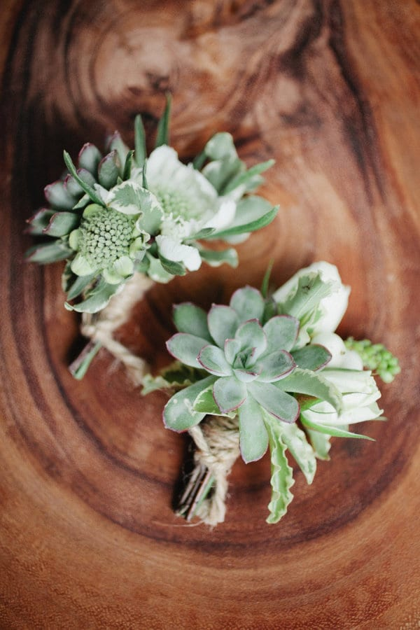 Natural-Buttonholes-Kristyn-Hogan-Cedarwood-Style-Me-Pretty