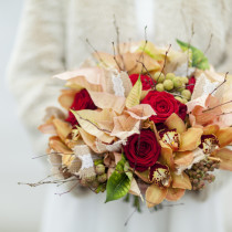 Poinsettia-Wedding-Bouquet-Kristina-Cousen-The-Blacksmith's-Daughter-Flowerona-Julian-Winslow-Feature