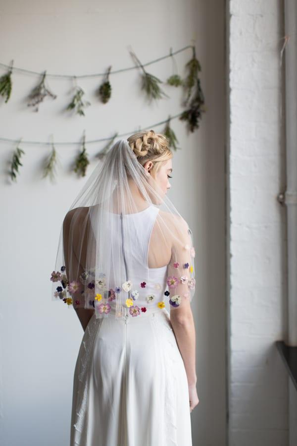 A-Most-Curious-Wedding-Fair-2016-Flowers-by-Palais-Photography by Lee Garland Veil-by-Ann-Marie-Faulkner-Flowerona-3