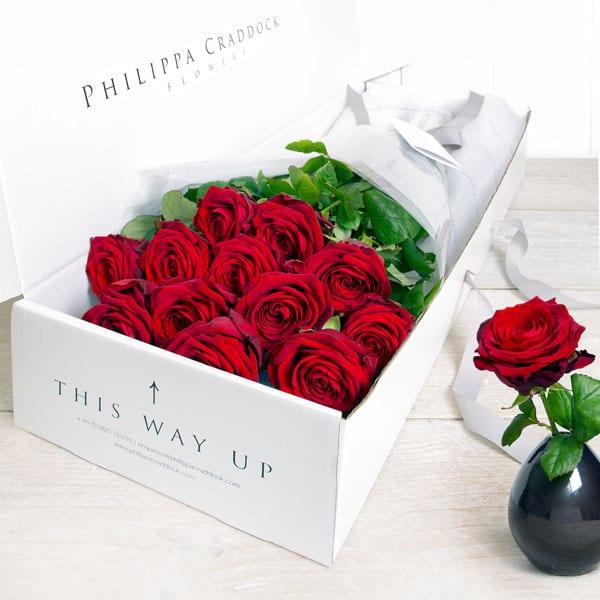 PHILIPPA_CRADDOCK_LGE_FLATBOX_12_RED_ROSES_2000_SQU_R0590