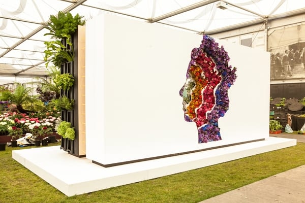 New-Covent-Garden-Flower-Market's-debut-stand,-'Behind-Every-Great-Florist',-designed-by-Veevers-Carter-Flowerona-1