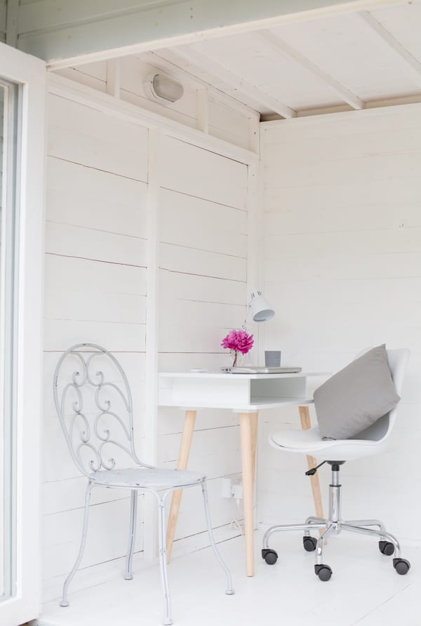 White & Grey Garden Office Flowerona-11