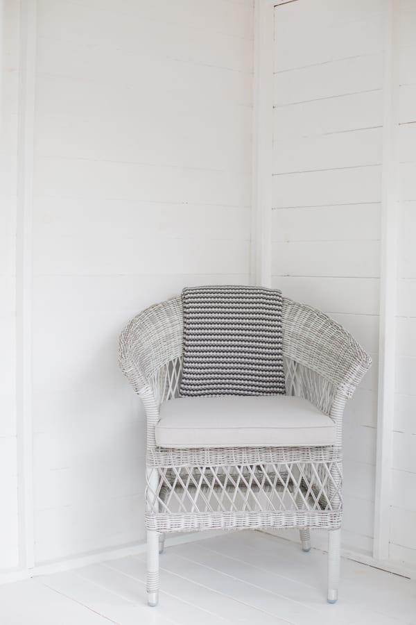 White & Grey Garden Office Flowerona-3