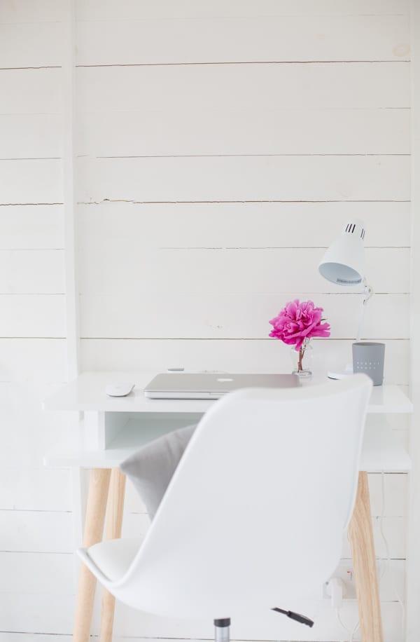 White & Grey Garden Office Flowerona-4