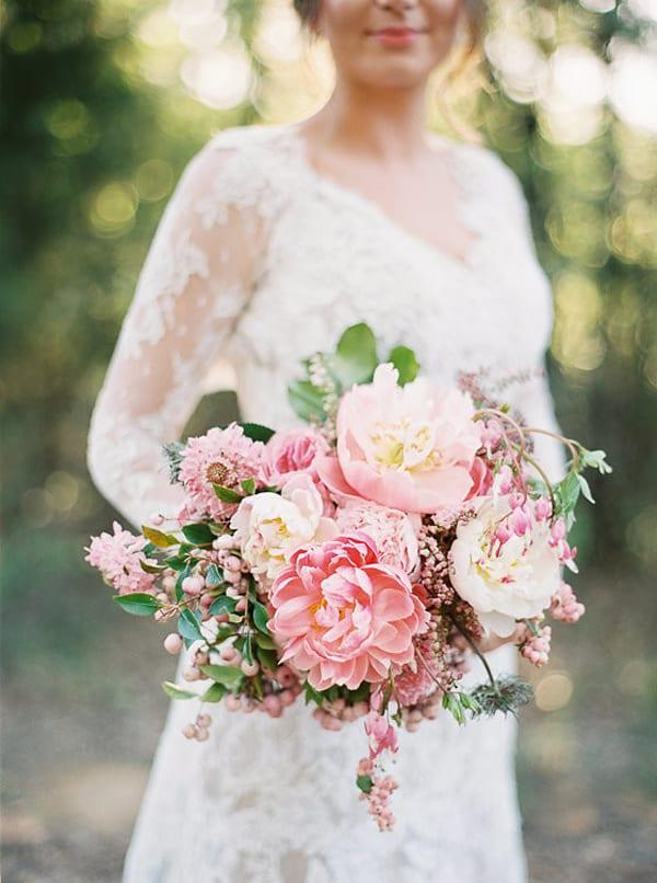 Bows-+-Arrows-Bouquet-100-Layer-Cake-Apryl-Ann-Photographer