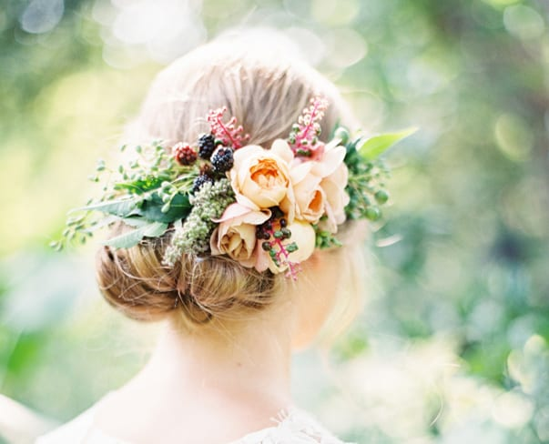 Wedding Wednesday : 7 Hair Flower Alternatives to Flower Crowns